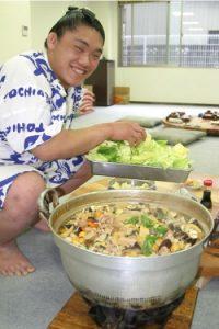 pesumo yang sedang memasak chanko nabe